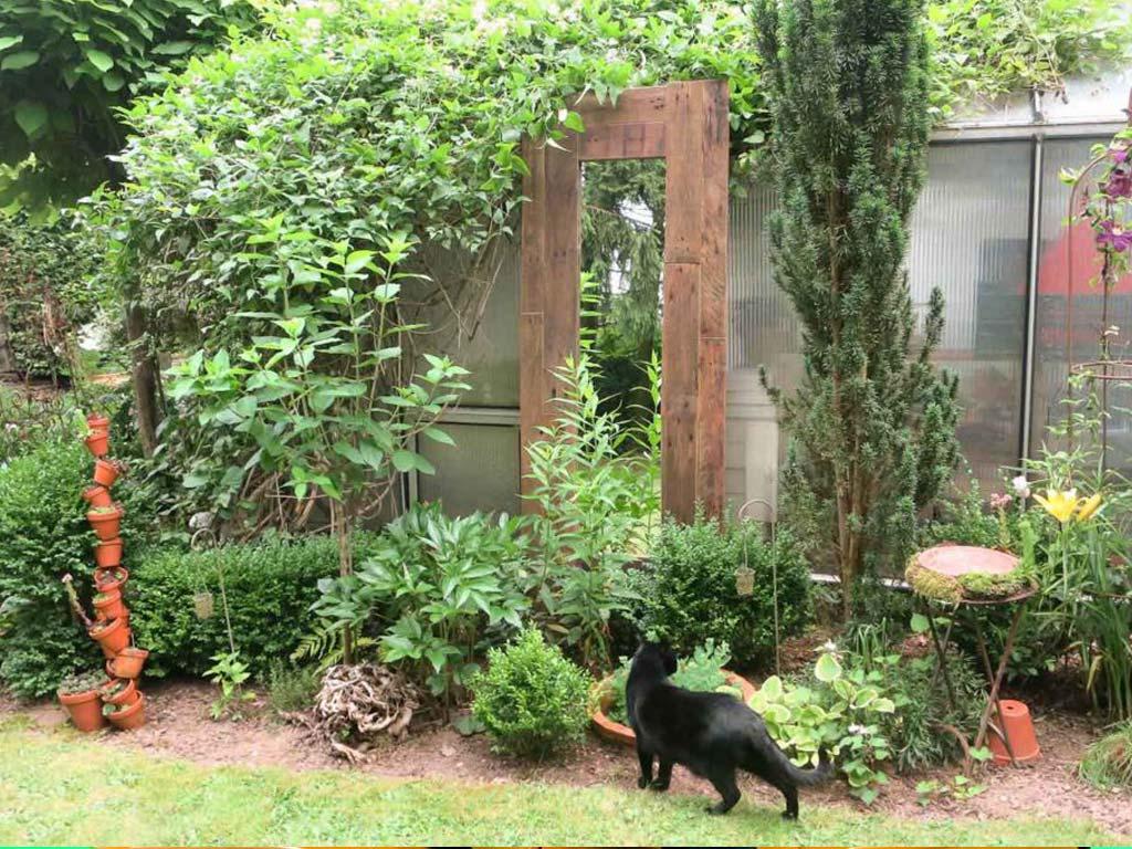 Spiegel Im Garten gartenspiegel aus alten paletten kellerherz diy