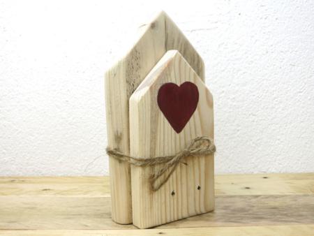 Holzhäuser Deko aus Palettenholz mit Jute-Band