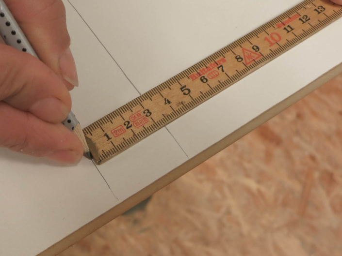 Abstand für Anschlagleiste anzeichnen